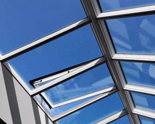 安装和建筑施工屋顶通风器怎样配合?