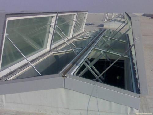 三角型电动采光排烟天窗